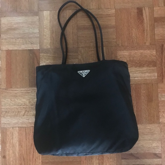 f8741fe7f7 Authentic Prada Nylon Shoulder Tote Bag Black. M 5af3b71a31a376ce9c2c2ff8